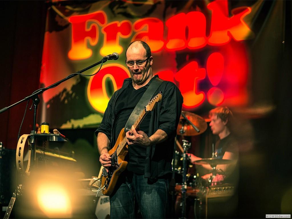 Kai Rothfuchs on guitar